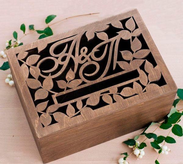 Свадебная шкатулка (Казна) из дерева с инициалами