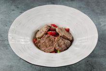 Салат с отбивной говядиной