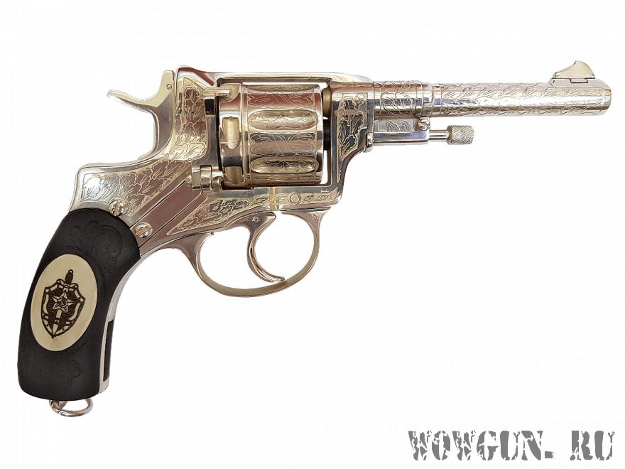 Серебряный револьвер Наган