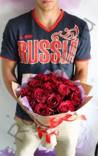 15 роз в крафт бумаге