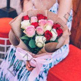 15 роз кения(40см) в крафт бумаге