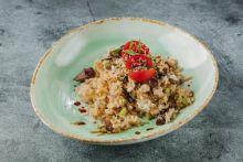 Жареный рис с овощами