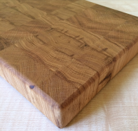 Торцевая доска из массива дуба покрыта тунговым маслом для дерева