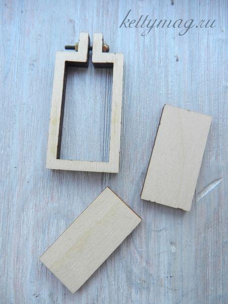 Мини-пяльцы рамка прямоугольник 5,3 см с основой для натяжки и закрепления ткани.