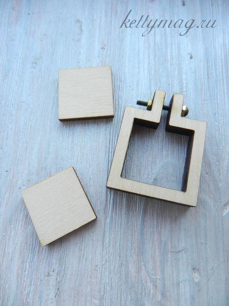 Мини-пяльцы рамка квадрат 3,3 см с основой для натяжки и закрепления ткани.
