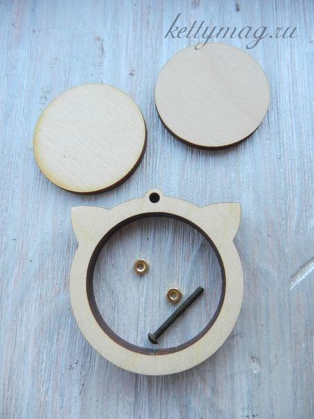 Мини-пяльцы рамка котик 4,5см с основой для натяжки и закрепления ткани.