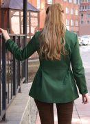 женская зеленая ветровка косуха