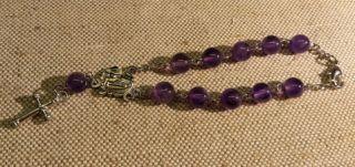 Агатовый розарий-декада на металлической основе в форме браслета с застёжкой.