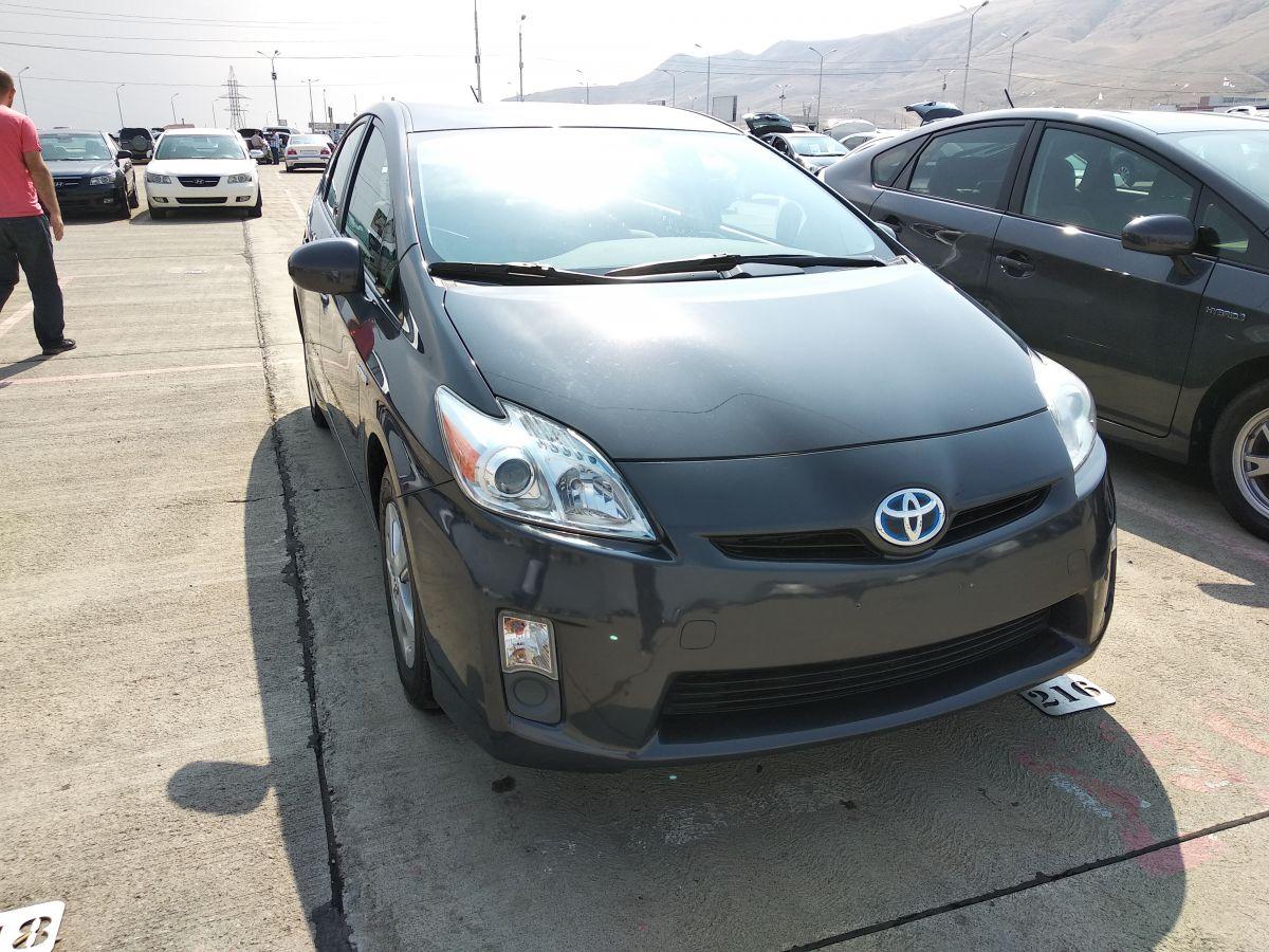 Toyota Prius III Рестайлинг Hybrid