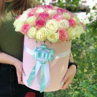 51 бело-розовая роза в шляпной коробке
