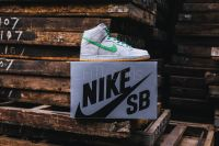 "NIKE SB DUNK HIGH ""GRAY BOX"" METALLIC SILVER"