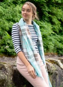 """шотландский тонкорунный легкий широкий палантин (шарф) Альба, 100% шерсть- тонкая нить мулине , расцветка клана Томпсон (опаловый вариант) . """"THOMPSON OPAL MODERN EXTRA FINE MERINO """" плотность 2"""