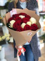 Букет из красно-белых роз (50 см) (ЭКВАДОР)