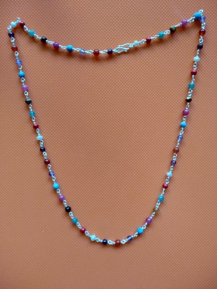 Наваратана-бусы из серебра с натуральными камнями.  Длина 51 см. Диаметр бусины 3 мм.