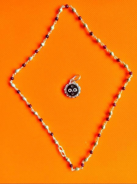 Кантхимала Туласи в серебре с Гранатом, 48 см, 8 г, диаметр - 4 мм, производитель Ганготри(Вриндаван,Индия)