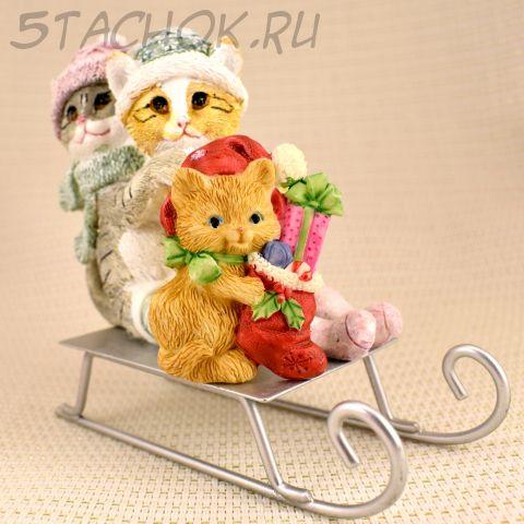 """Брошь """"Котенок с новогодним подарочком"""" (Hallmark США)"""