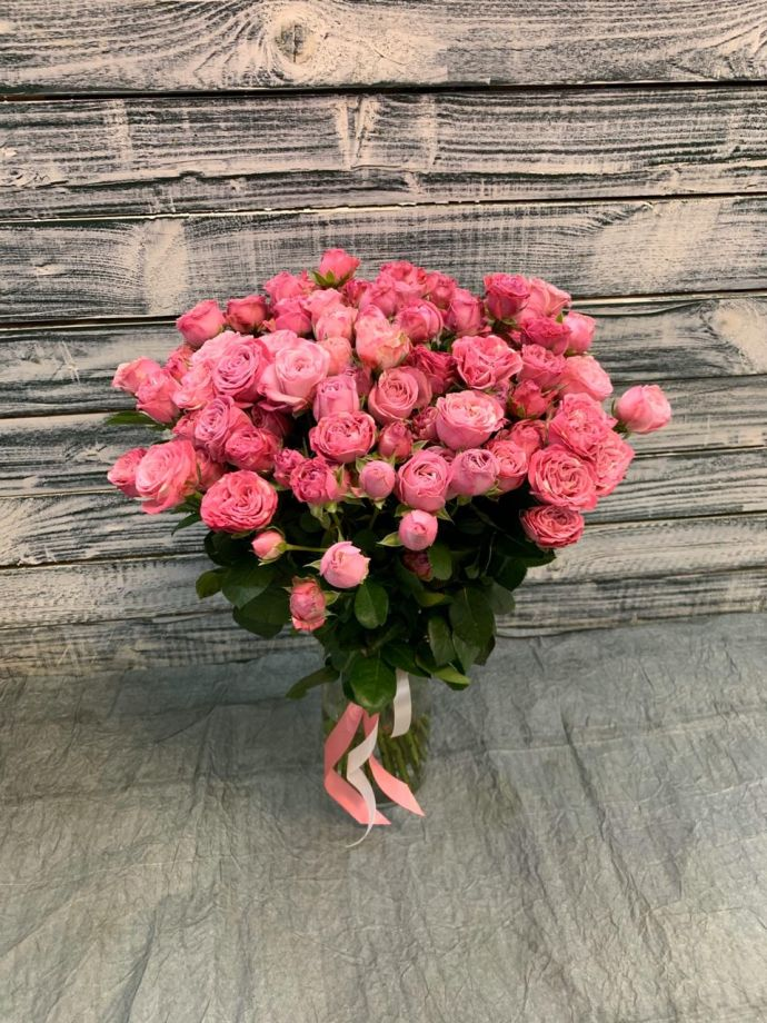 25 пионовидных кустовых роз