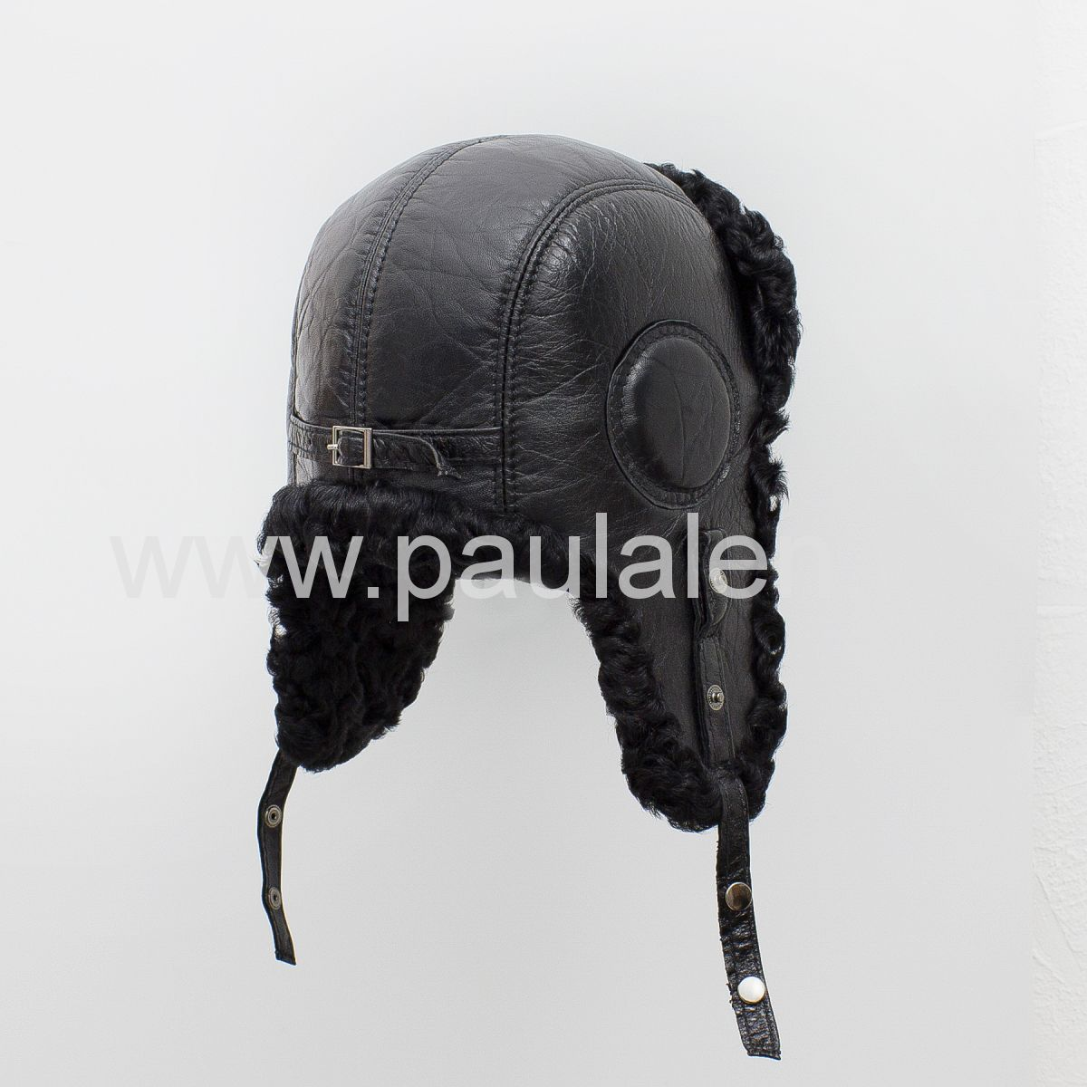 Меховая шапка из каракуля