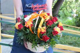 Корзинка с 25 кенийской розой