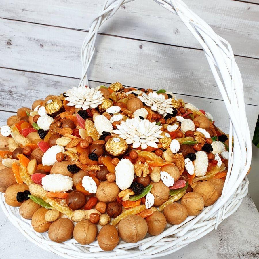 Ореховый букет Корзина с цветами № 10