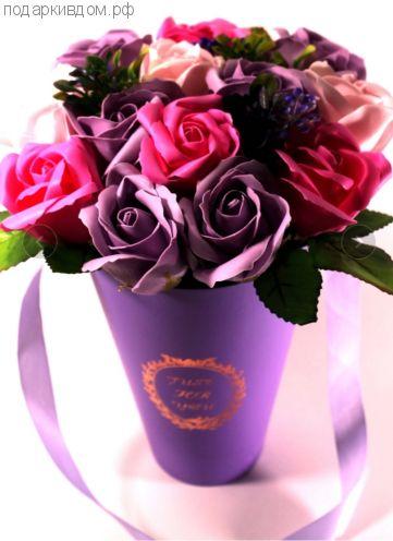 13 мыльных роз в шляпной коробке