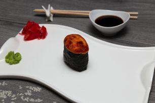 Запеченый гункан с лососем (острый)