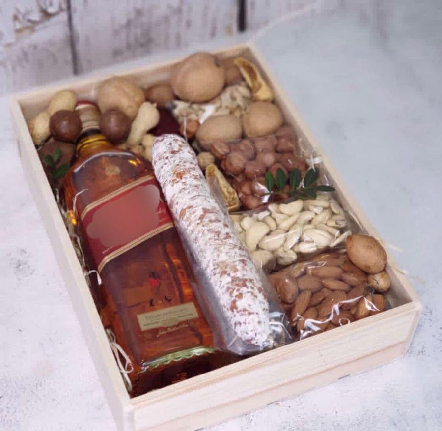 Набор с орехами и колбасами №8
