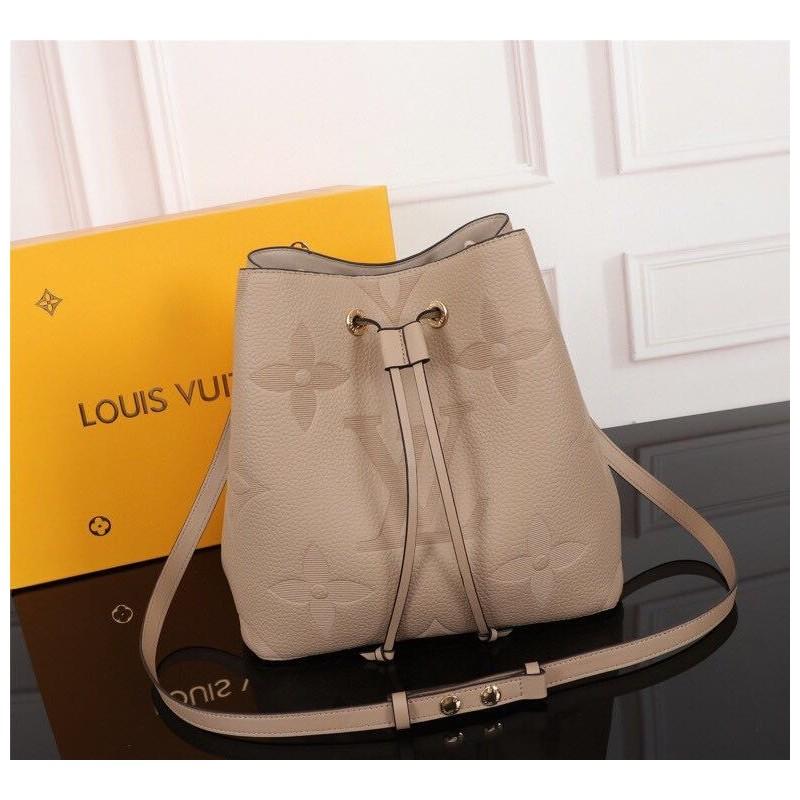 Louis Vuitton 26*22*27 cm