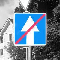 """Дорожный знак 5.6 """"Конец дороги с односторонним движением""""."""