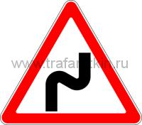 """Дорожный знак 1.12.1 """"Опасные повороты"""" (направо)."""