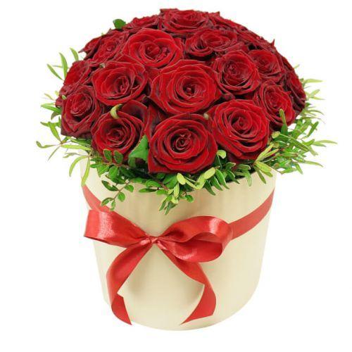 """Букет из красных роз в шляпной коробке """"Укрощение строптивой"""""""