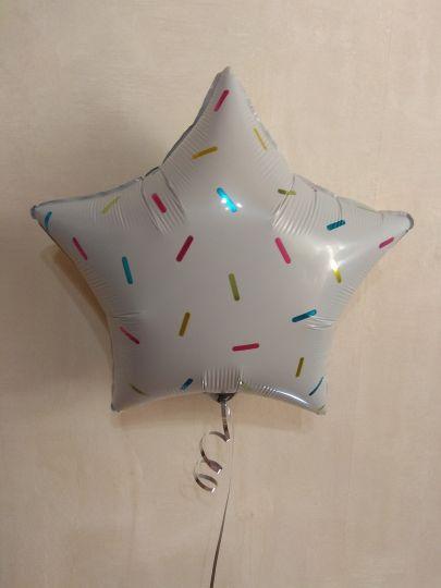 Звезда белая с рисунком Конфетти шар фольгированный с гелием