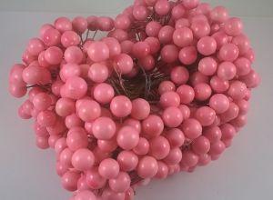 `Ягоды 10 мм (длина 16см), цвет - светло-розовый. 1 уп = 40 ягодок ( 20 веточек)
