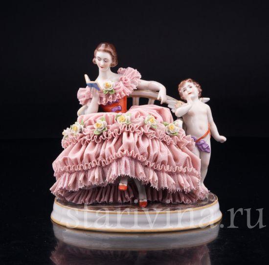 Изображение Грезы любви, девушка с книгой на диване, кружевная, Muller & Co, Volkstedt, Германия, нач.20 в