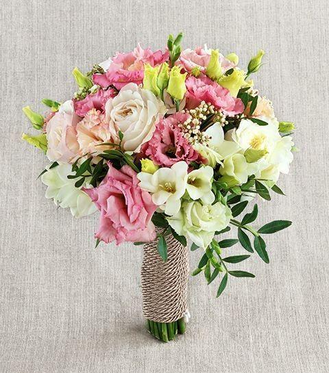 Букет невесты из садовых роз, лизиантусов и гортензии «Элегантная свадьба»