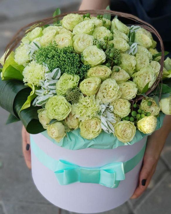 Коробочка из пионовидных роз