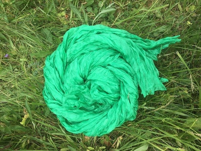 Зелёный шарф из жатого шёлка (в наличии в Москве)