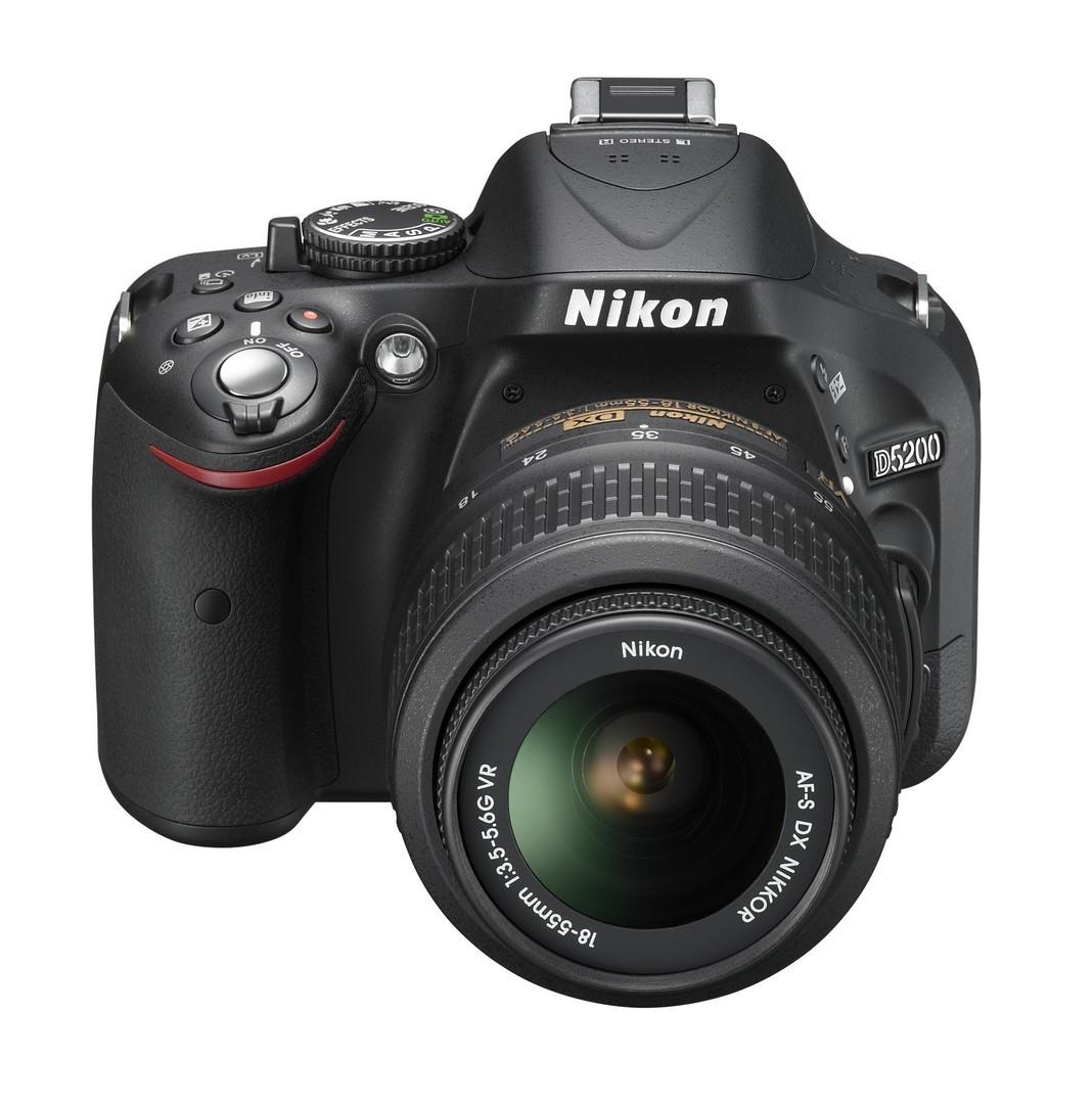 Зеркальные фотокамеры Nikon D5200 Kit 18-55mm VR