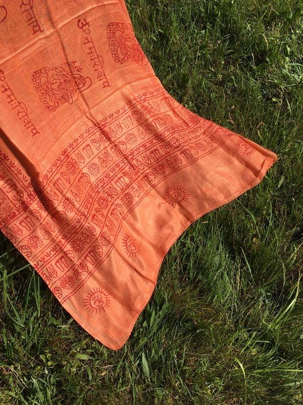 Светло-оранжевый шарф / парео из хлопка (Москва)