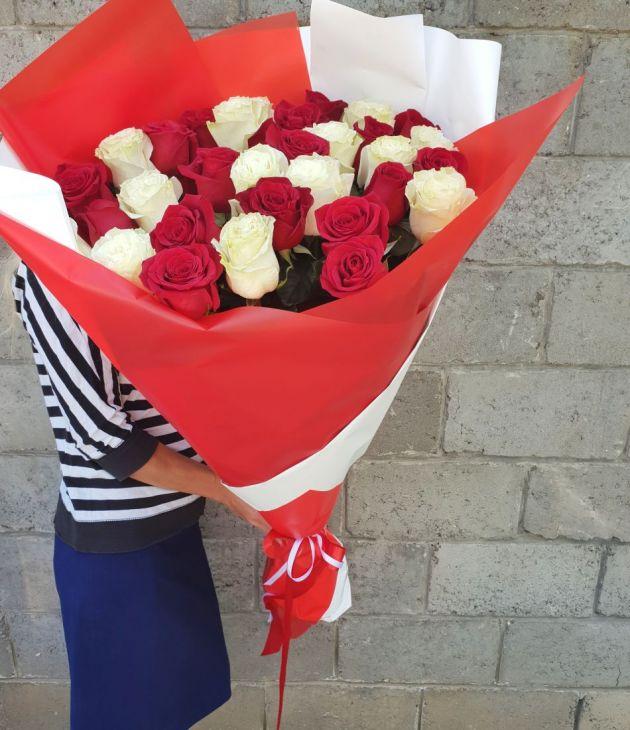31 роза 90 см