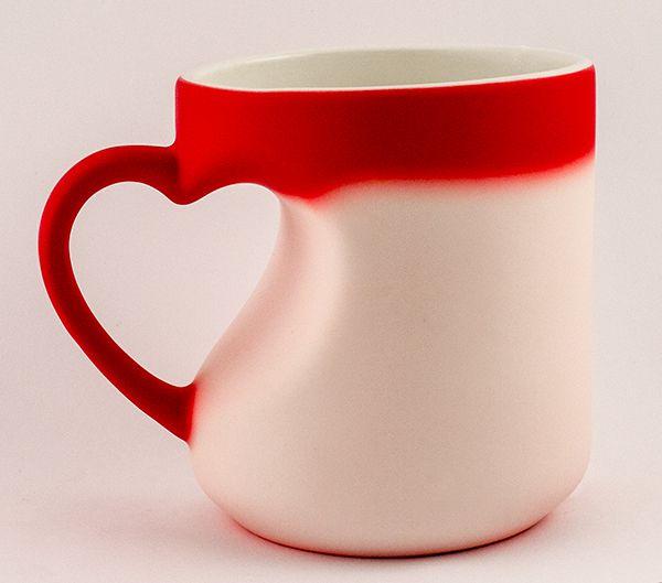 Кружка хамелеон с ручкой в виде сердца красная