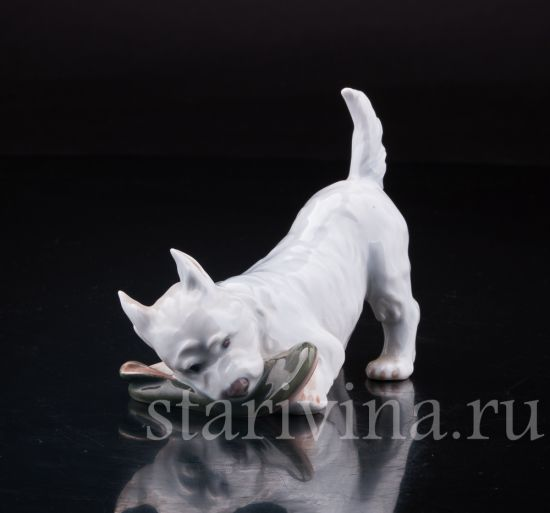 Изображение Собака с ботинком, Royal Copenhagen, Дания, вт. пол. 20 в.