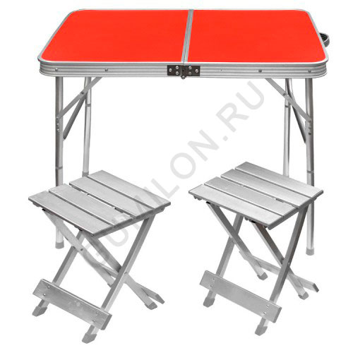 Раскладной стол и два стула для пикника
