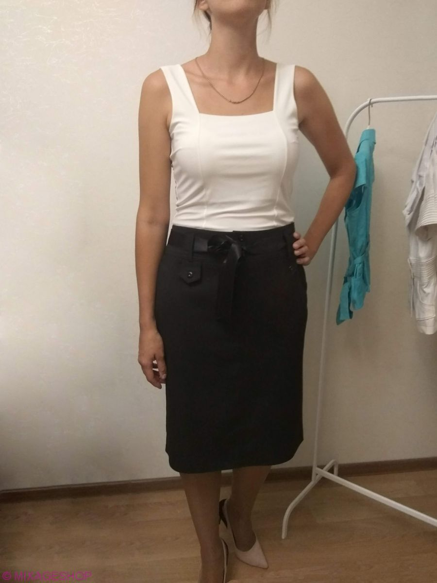 Черная габардиновая юбка-карандаш чуть ниже колена