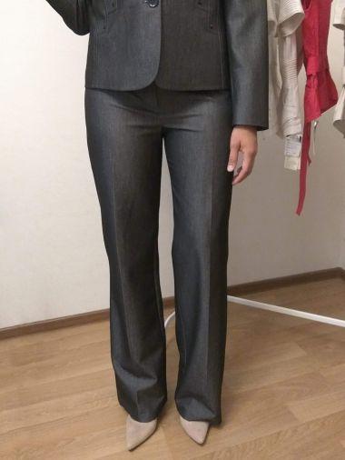 Брюки прямые темно-серого цвета из костюмной ткани