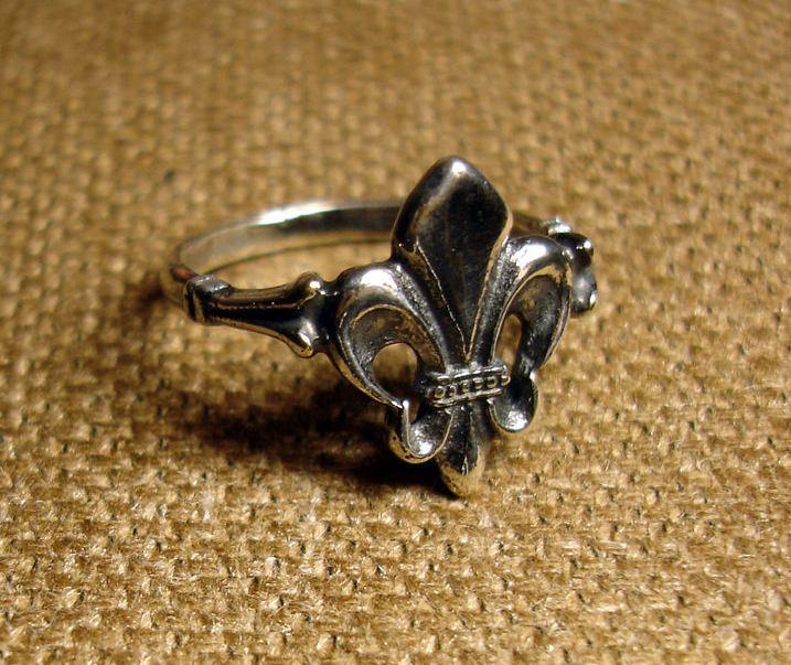 """Кольцо  """"Лилия"""" из серебра"""
