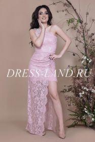 Пудровое гипюровое платье на одно плечо
