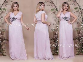 Пудровое вечернее платье с украшением