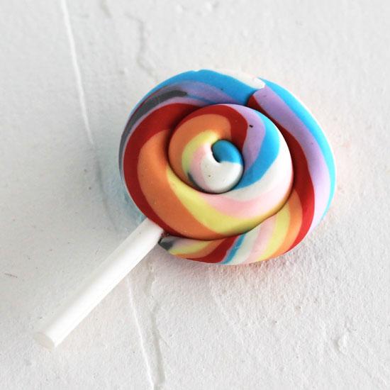 Леденец на палочке,  разноцветный