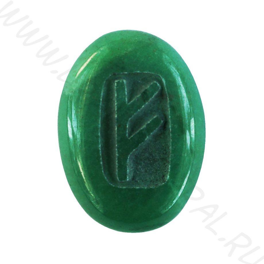 Талисман из зеленого кварца с резьбой